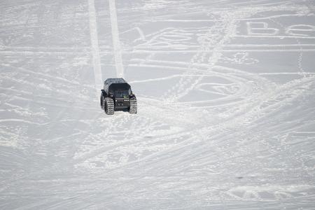 On snowy desert surface race on all-terrain suv top view copy space day Foto de archivo