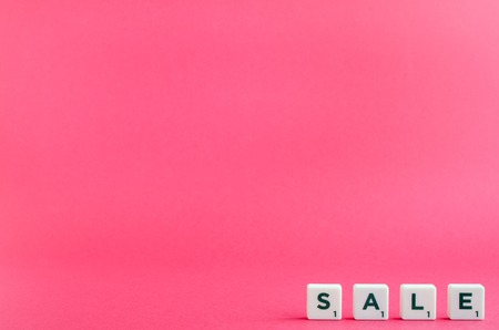 Word SALE on pink background. Online shopping concept Black Friday and Ciber Monday. Copy space. Foto de archivo - 121073270