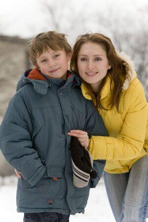 La mamma e il figlio a piedi. Un ritratto