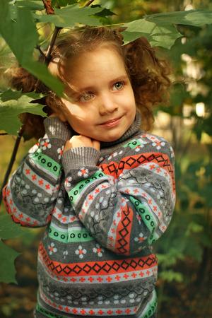 Little girl in the autumn park Standard-Bild