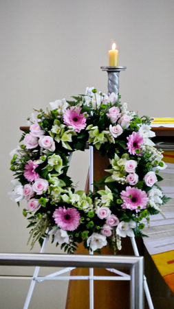 Shot of Flower & candle used for a funeral Standard-Bild