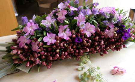 Schot van bloem en kaars gebruikt voor een begrafenis