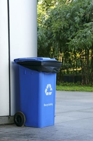 separacion de basura: Azul basura para la separaci�n de basura Foto de archivo