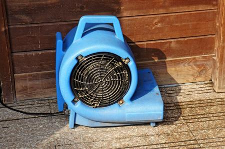 Exhause ventilator voor natte vloer