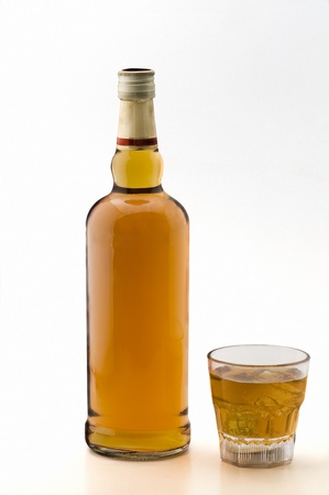 whiskey bottle: botella de whisky Foto de archivo