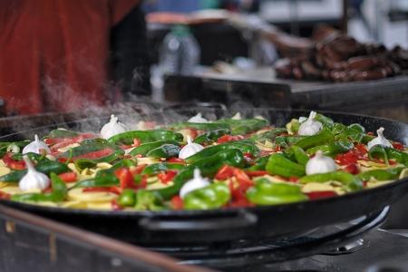 性質上の鍋で野菜を調理
