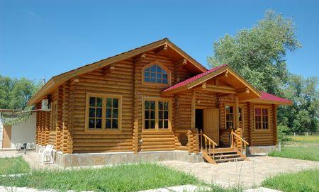 combined: Porche de la gran casa de madera combinada de los registros.  Foto de archivo