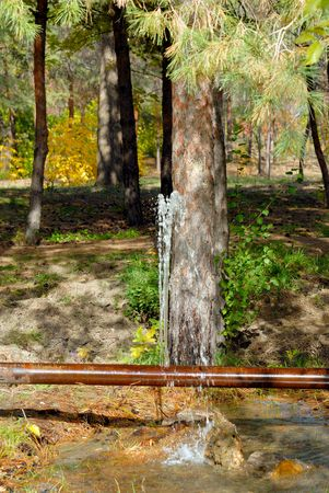 crack pipe: Leak of water from a crack in an old rusty pipe