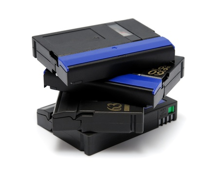 videokassette: Videokassette standard MiniDV isolated on a white background