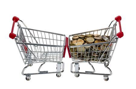 carretilla de mano: Compras con dinero aislados en fondo blanco Foto de archivo