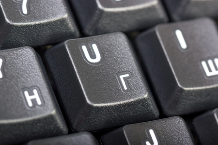 teclado: colección electrónica - Detalle del teclado de ordenador negro con la letra ruso