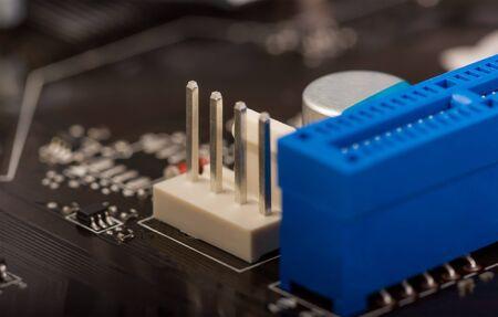 hardware: colecci�n electr�nica - fragmentar un tablero de circuito con radioelementos