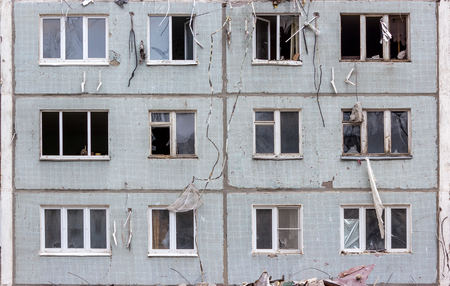 dismantle: Demolition of buildings in urban environments. House in ruins.