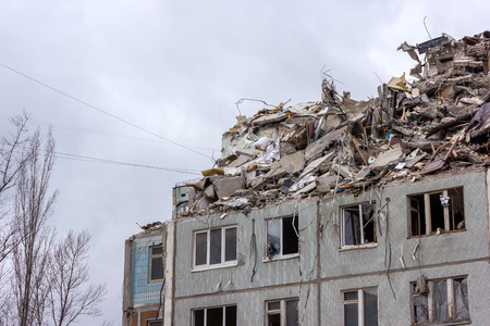 house demolition: Demolition of buildings in urban environments. House in ruins.
