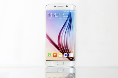 samsung galaxy: Belgrade, Serbia - April 20, 2015: Shot of a White Pearl Samsung S6 Edge, quad-core 2,7 GHz with main 16 mp Camera and 440 x 2560 pixels Display Resolution Editorial