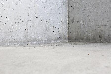 Nieuwe Lege betonnen muur met vloer rand
