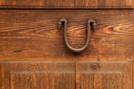 Close-up of an antique iron knob on an antique wooden door. Mallorca island, Spain Stok Fotoğraf - 159598018