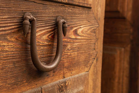 Close-up of an antique iron knob on an antique wooden door. Mallorca island, Spain Stok Fotoğraf - 159596588