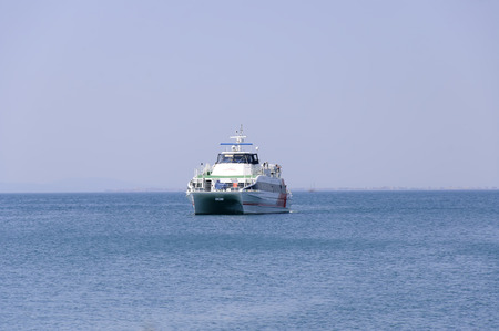 "Nesebar, 불가리아 - 2016 년 6 월 23 일 : 페리 ""Seacat One""이 Nesebar 항구에 도착합니다."