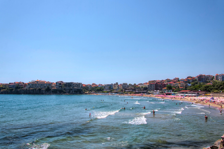 Sozopol, Bulgaria - 22 Juny 2016 : People spent their time at the Northern Beach Редакционное