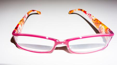 현대적인 디자인의 화려한 안경 무늬