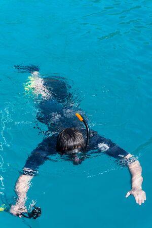 speargun: underwater hunter with a gun in a mask. speargun