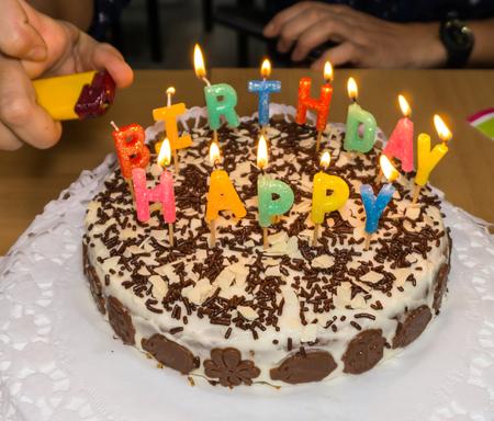 luz de vela: luz de las velas pastel de cumpleaños .homemade