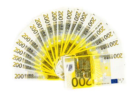 € 200 biljetten op een witte achtergrond. bankbiljetten geld