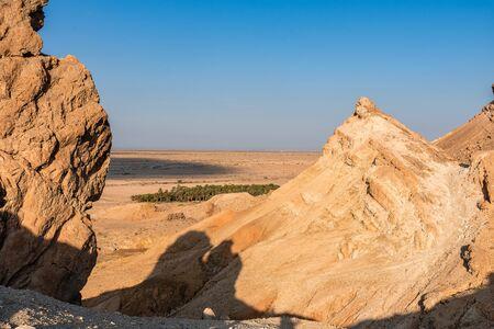 Blick von der Höhe des Atlasgebirges auf die Schlucht Standard-Bild
