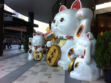 lucky charm: Japanese lucky charm cats for good trading. Stock Photo