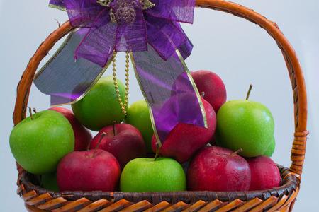 giftbasket: Rode en groene appel in Gift Basket.