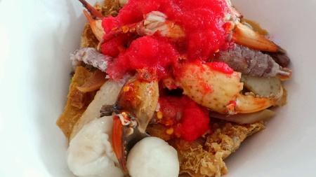 Crayfish mixed seafood noodle.