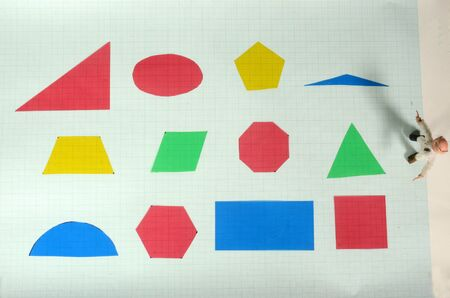 Different geometric shapes in variuos colors.