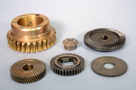 Arrangement with different types of gear wheels with different types of cogging. 版權商用圖片
