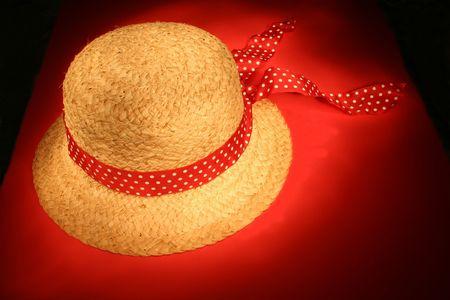 straw hat: Cappello di paglia con nastro