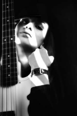 pop star: Girl with guitar