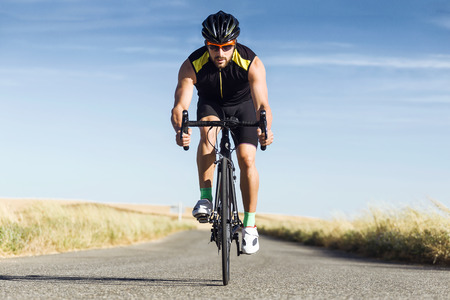 Portrait of handsome young man cycling on the road. Stockfoto - 111739378