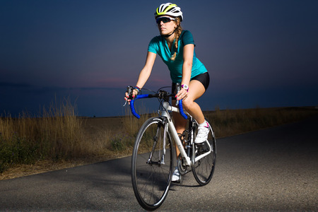 Portrait of beautiful young woman cycling on the road. Stockfoto - 111737150