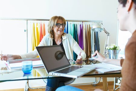 Shot of two business women talking about work and exchanging ideas in the office. Stockfoto