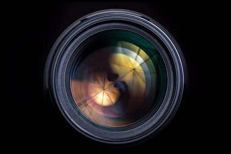 Camera Lens alleen geà ¯ soleerd op zwarte achtergrond