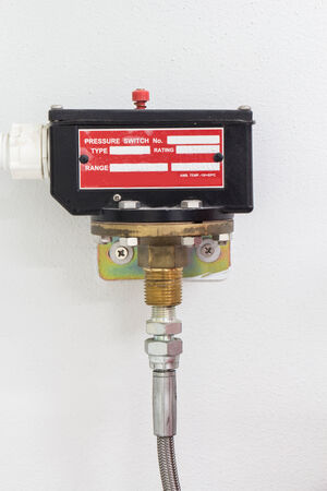 fire extinguishing: Pressure switch for control fire extinguishing system