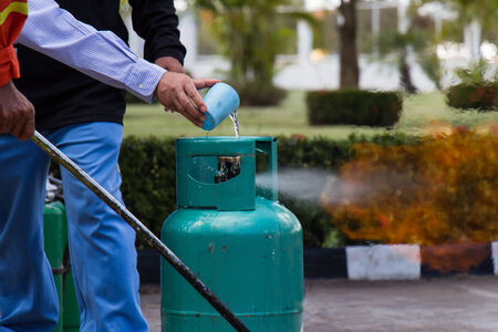 extinguish: Extinguish the fire from LPG gas by water