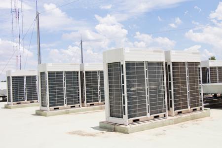 compresor: compresor del acondicionador de aire de instalar en la azotea