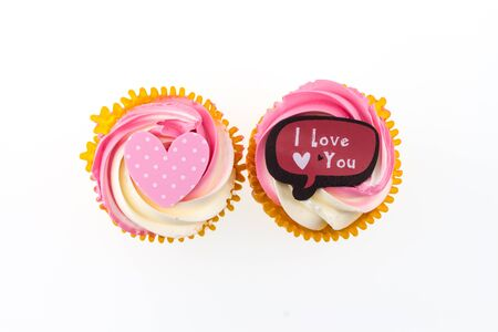 i love u: Cake with a heart symbol and lettering that I love u.