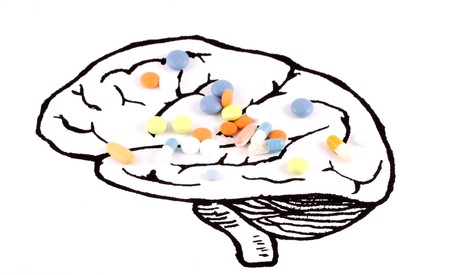 enfermedades mentales: Sana de cerebro de p�ldoras, sobre fondo blanco