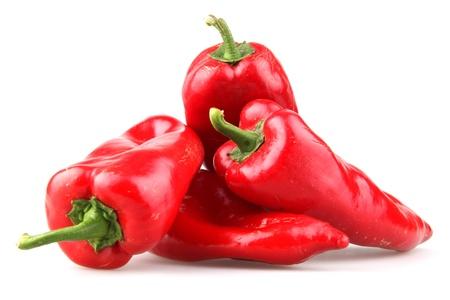 papryczki: Czerwone papryczki chili na białym tle