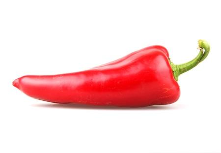pimientos: Pimientos chile rojo sobre fondo blanco
