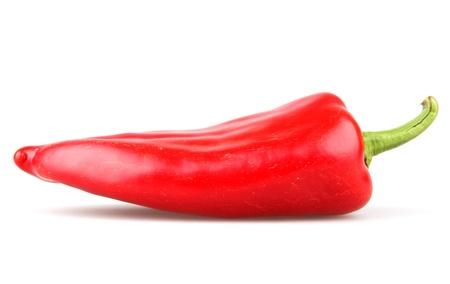 pimientos: Pimientos de Chile rojo sobre fondo blanco