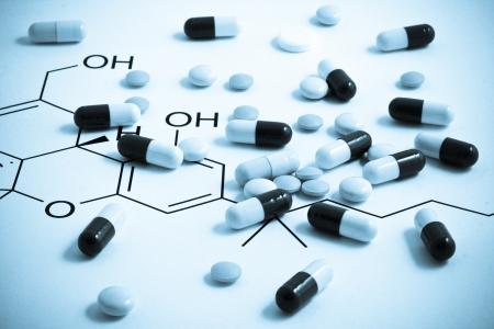 farmacia: Pillole di varie forme e colori raggruppati Archivio Fotografico