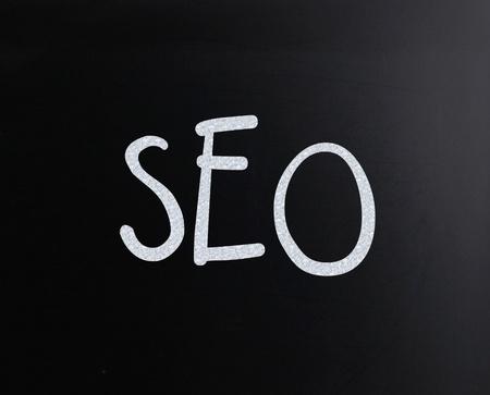 The word SEO handwritten with white chalk on a blackboard